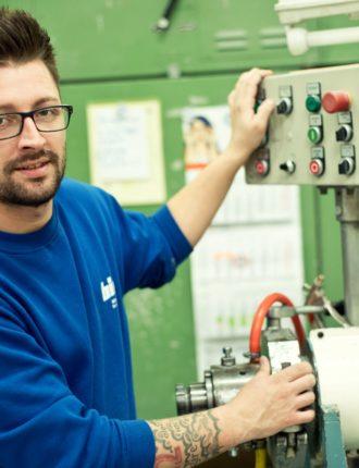 David (Maschinen- und Anlagenführer bei BIW) im Interview zum Thema Zeitarbeit